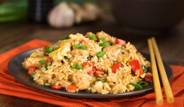 Рис с курицей в одной посуде