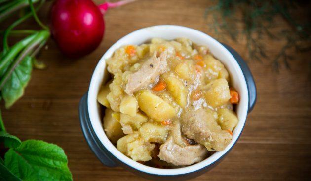 Свинина, запечённая в духовке с картошкой и квашеной капустой