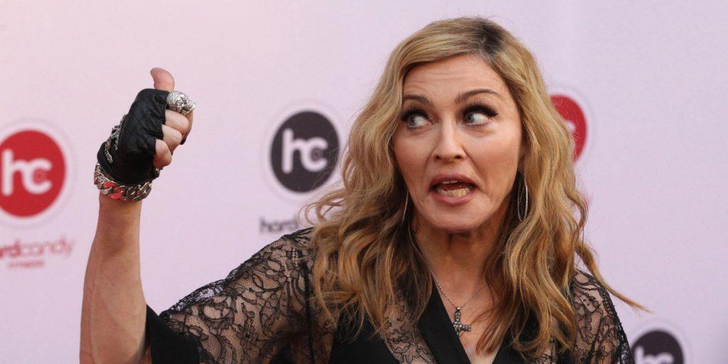 Интернет хоронит Мадонну вместо Марадоны. Всё из-за опечаток и троллей