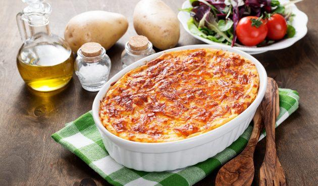 Пастуший пирог с курицей, шпинатом и сыром