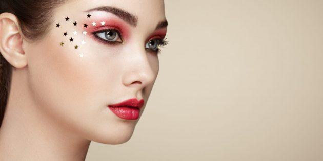 Новогодний макияж: тени с крупными блёстками