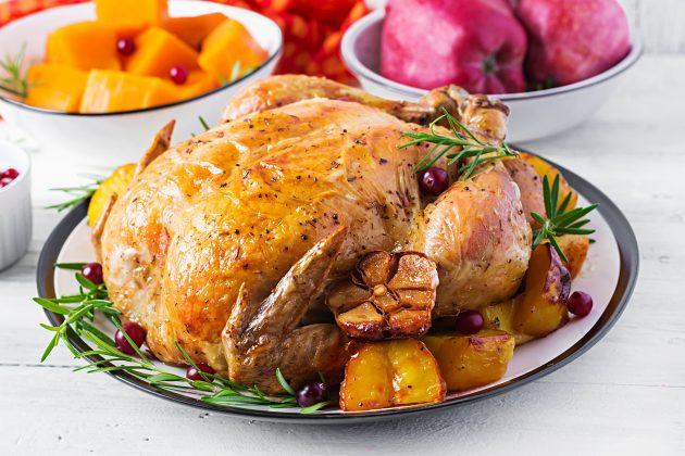 Курица с начинкой из фисташек и клюквы