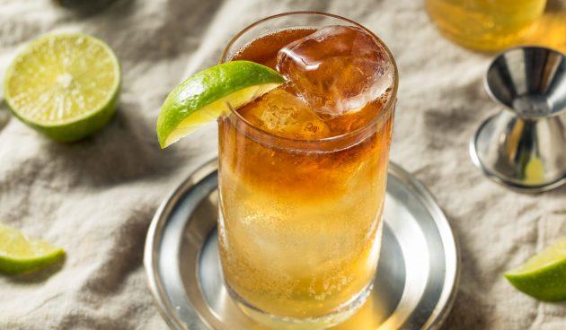 Алкогольный коктейль «Тьма и буря»