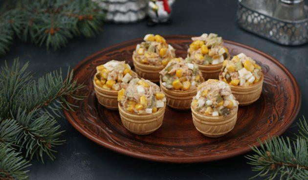 Тарталетки с тунцом, яйцами и кукурузой