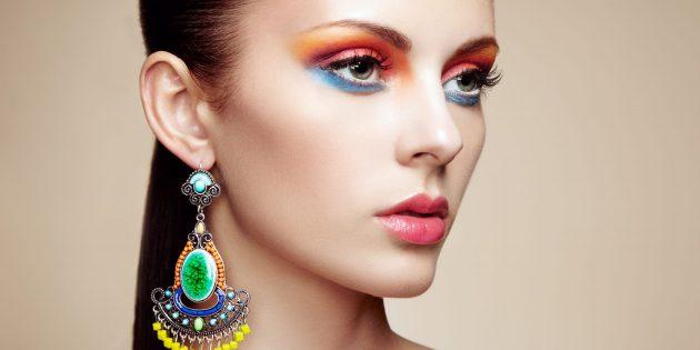Новогодний макияж: цветные тени и подводка для глаз