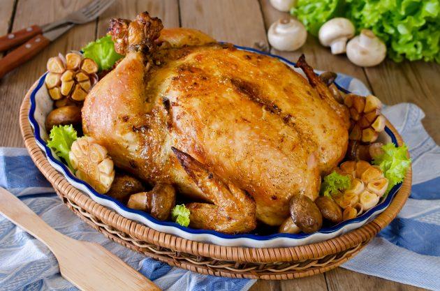 Фаршированная курица с начинкой из бекона и зелени