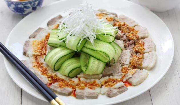 Варёная свинина по-китайски с чесночным соусом