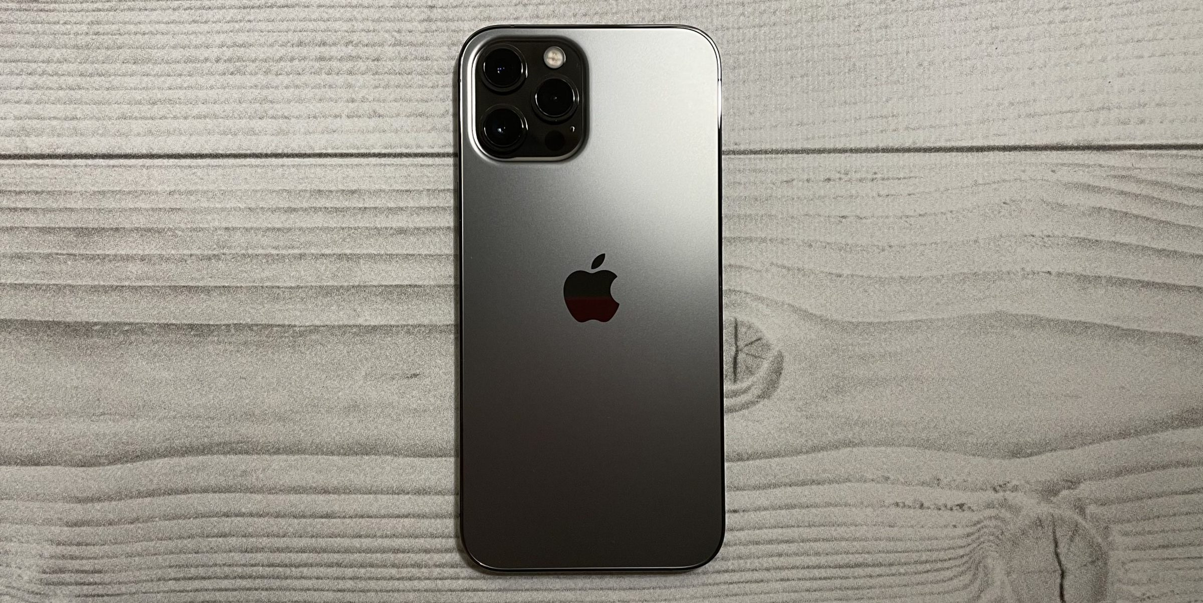 iPhone 13 Pro получит специальное покрытие против отпечатков пальцев