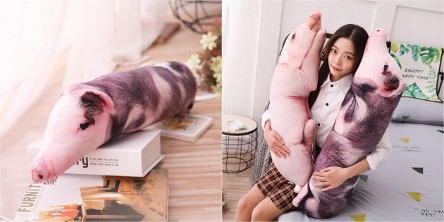 странные вещи: подушка в виде свиньи