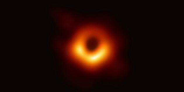 Правда о космосе: чёрные дыры не засасывают всё вокруг