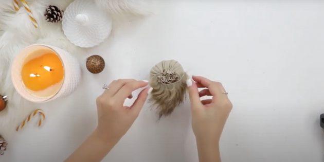 Подарки на Новый год своими руками: приклейте бороду к заготовке