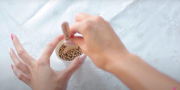 Подарки на Новый год своими руками: заморозьте десерт и достаньте из стаканов