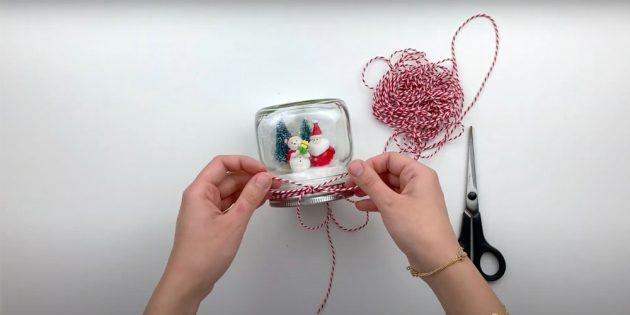 Как сделать снежный шар своими руками: украсьте лентой