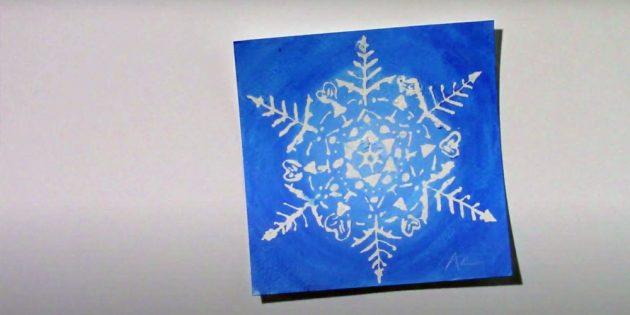 Как нарисовать снежинку клеем или маскирующей жидкостью