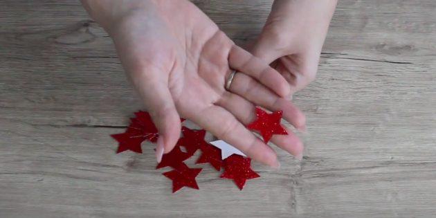 Украшение окон на Новый год: вырежьте звезды из бумаги