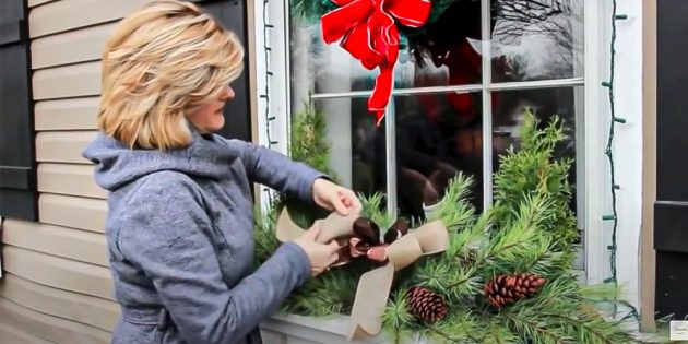 Новогодние украшения на окна: повяжите бант