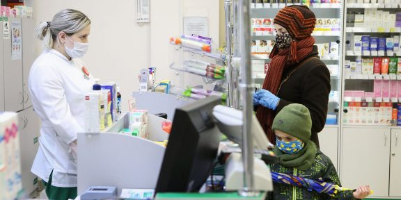 Почему антибиотики при коронавирусе могут быть опасны