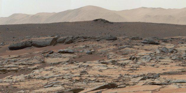 Поверхность Марса, вид изнутри кратера Гейла