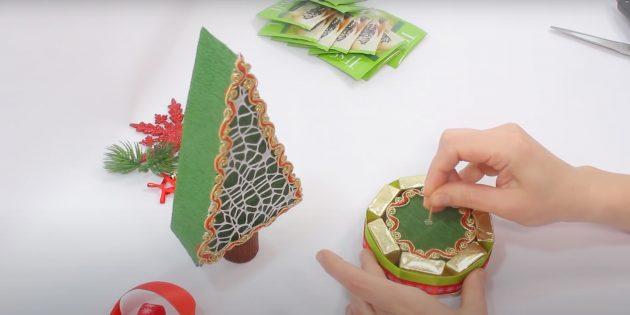 Новогодние подарки своими руками: соедините ствол и основание