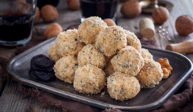 Сырные шарики с черносливом