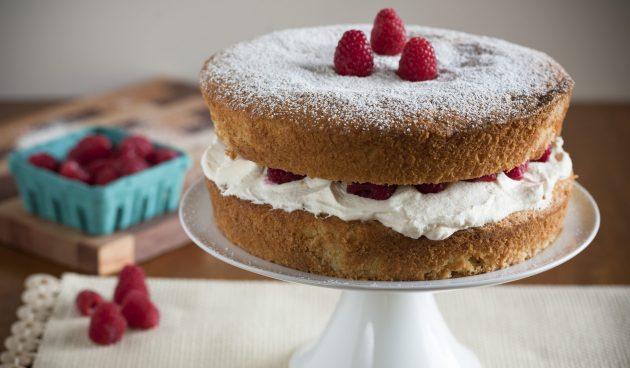Торт «Виктория» с малиной