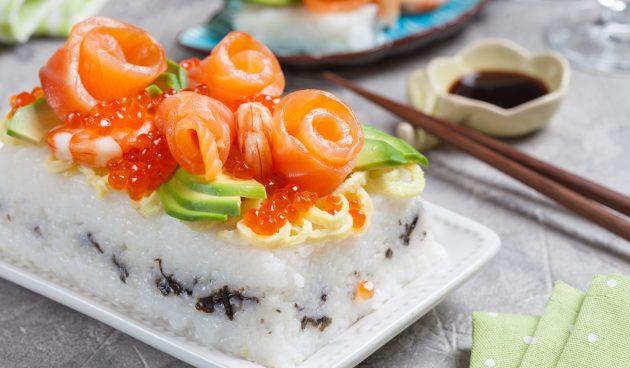 Суши-торт. Аппетитная закуска для большой компании, которая готовится в 3 раза быстрее роллов.