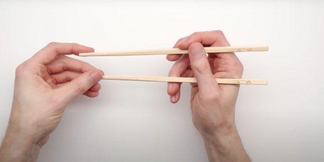 Как есть палочками: возьмите вторую палочку