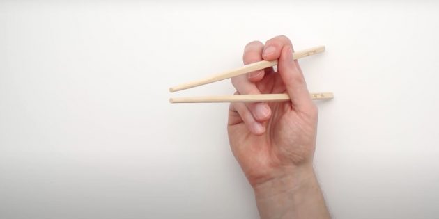 Как есть палочками: подвигайте палочками