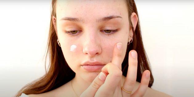 Естественный макияж: очистите и увлажните кожу