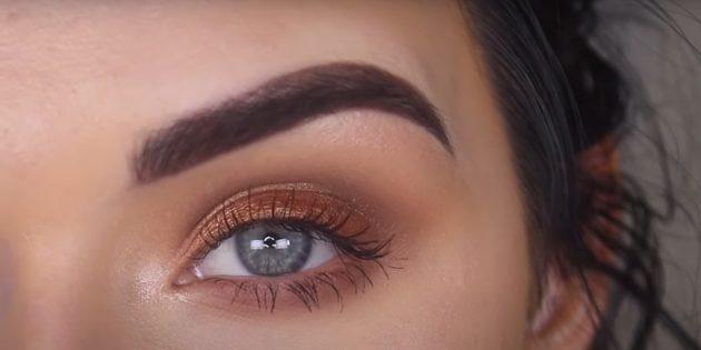 Тени с золотым оттенком для дневного макияжа для зелёных глаз
