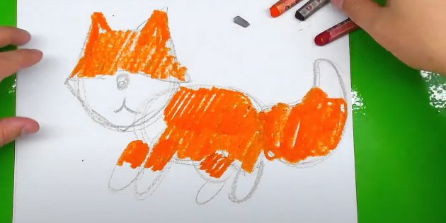Как нарисовать лису: Закрасьте лису оранжевым мелком