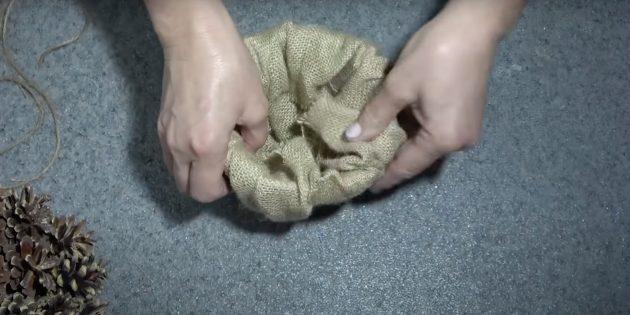 Оберните горшок тканью