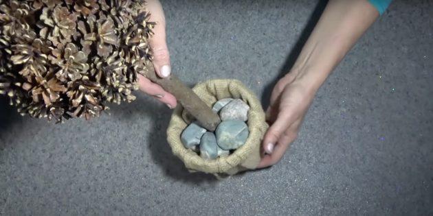 Положите камни