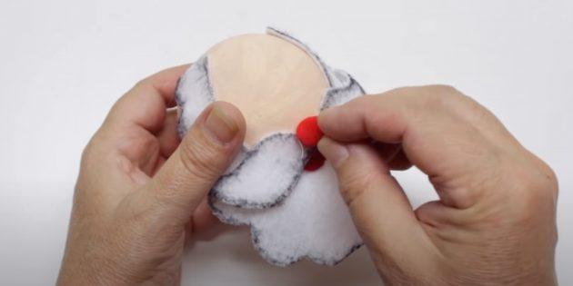 Как сделать Деда Мороза своими руками: приклейте помпон