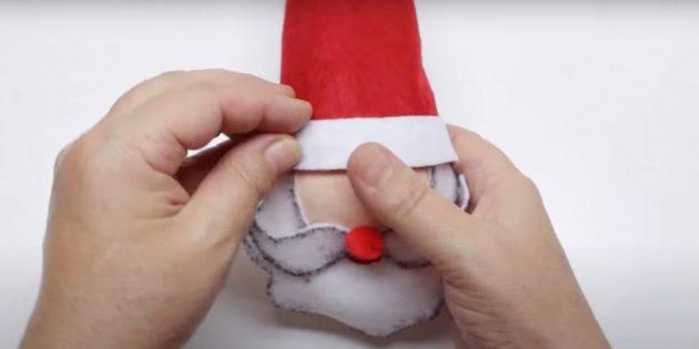 Как сделать Деда Мороза своими руками: приклейте шапку