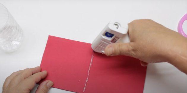 Как сделать Деда Мороза своими руками: нанесите клей на фоамиран