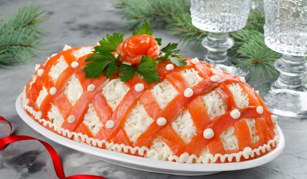 Слоёный салат с красной рыбой