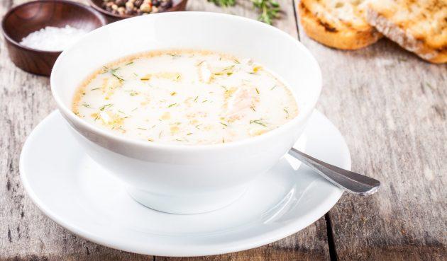 Молочный суп с рыбными консервами