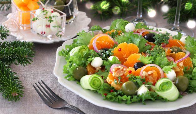 Лёгкий салат с мандаринами, оливками и сыром
