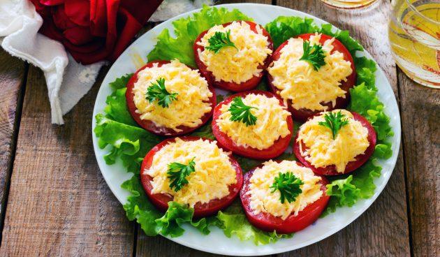 Быстрая закуска из помидоров и сыра