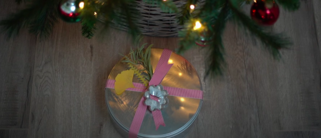 варианты упаковки подарков: жестяная коробка