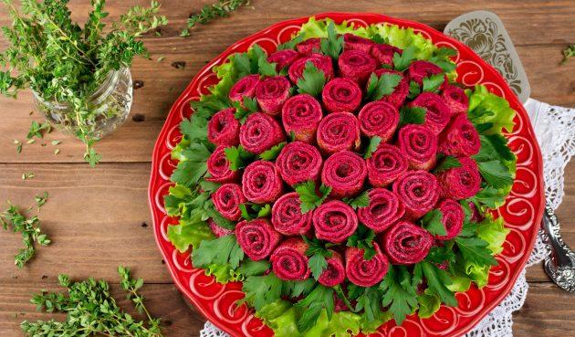 Селёдка под шубой с розами из блинов