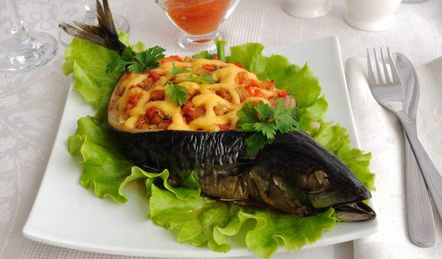 Фаршированная скумбрия с овощами и сыром