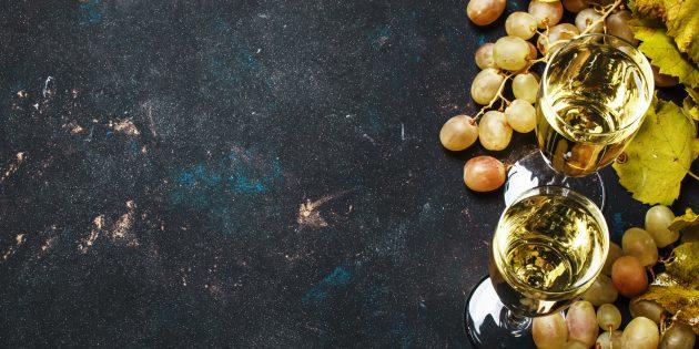 забавные новогодние традиции: съешьте 12ягод винограда в полночь