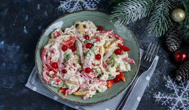 Салат с пекинской капустой, болгарским перцем и ветчиной