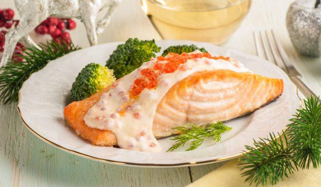 Жареный лосось с соусом из шампанского