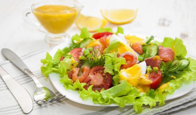 Лёгкий салат со слабосолёной сёмгой
