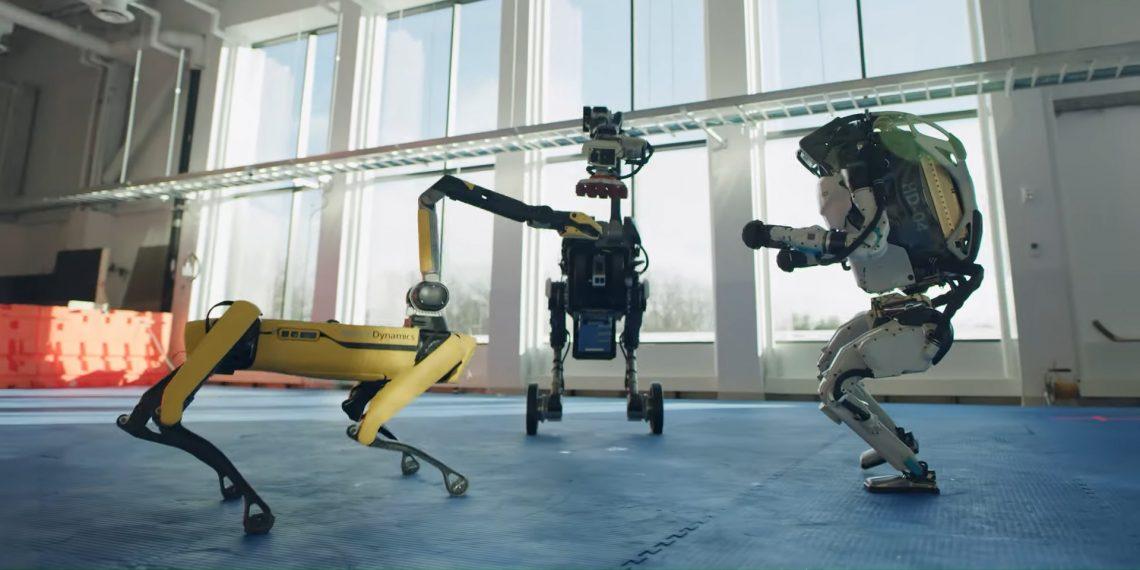 Робота Boston Dynamics станцевали в честь Нового года