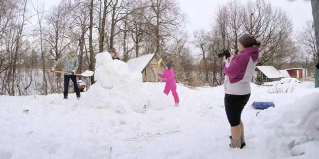 Как сделать горку из снега: сформируйте горку