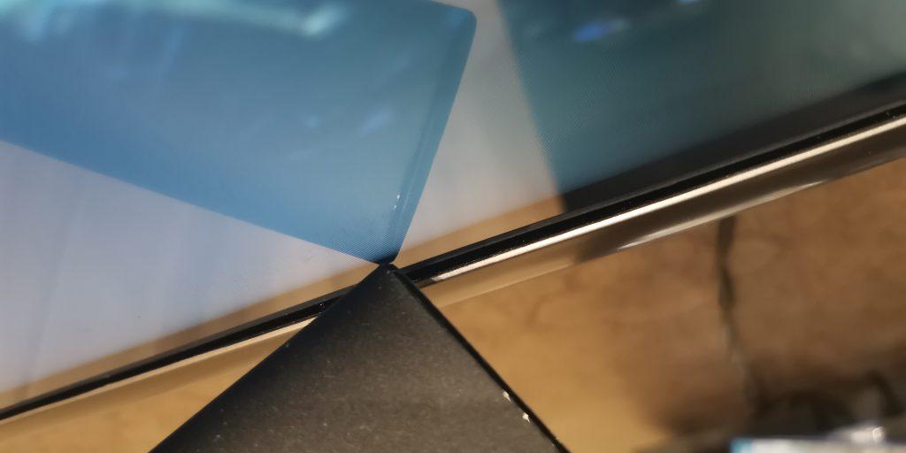 Люфт экранной панели